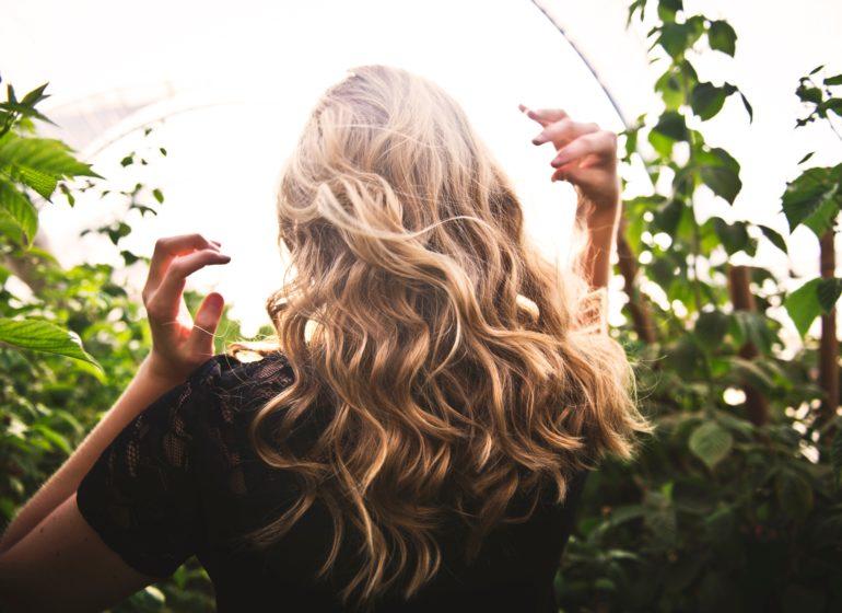 håret växer snabbare på somaren